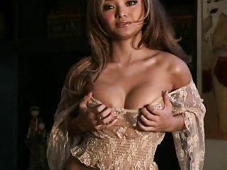 Tila Taquilla (Nguyen) Dancing Machine