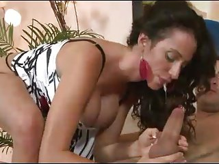 Hot Milf loves to squirt