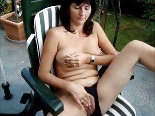 MATURE HEIKE masturbating in the garden - hubby films