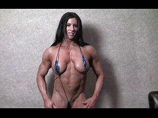 Milf-bodybuilder posing naked.