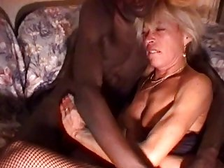 Mature blonde does interracial with dark skinned stud