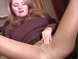 Mature masturbate in pantyhose