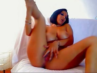 Curvy Camgirl playing