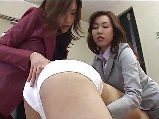日本办公室女郎分享她的奴隶