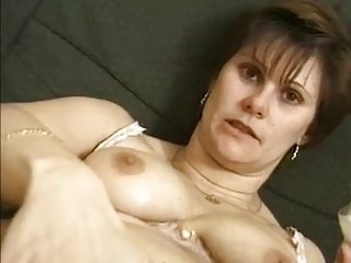 Vicky Une mature poilu sodomise