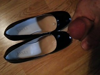 cumming on wifes patent high heels