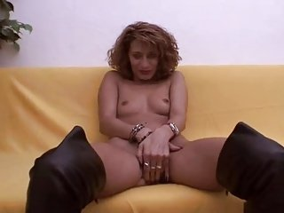 Amateur mature in boots fuck