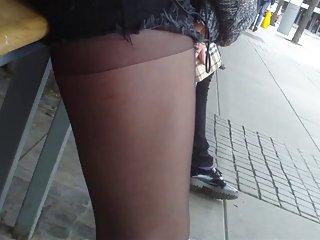 在公共汽车站