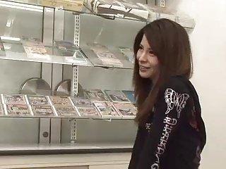日本女人吞下4