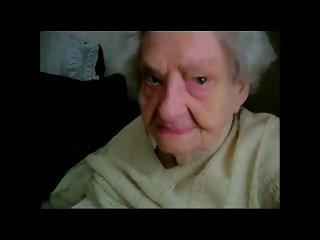 Junge verführt zu älteren Oma
