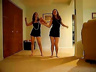 18 years old Twins do an Ass Shaking Dance