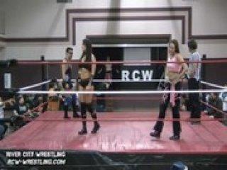 River City Wrestling alysha flash mercedes martinez vs two male wrestlers