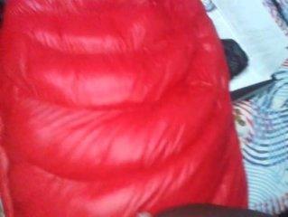 Gozada gostosa em cima do sleeping bag.
