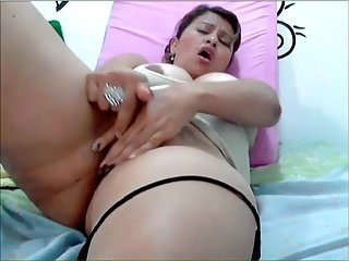 Webcambabe plays with her pussy