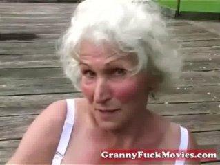 Sehen Sie sich diese schmutzige Oma