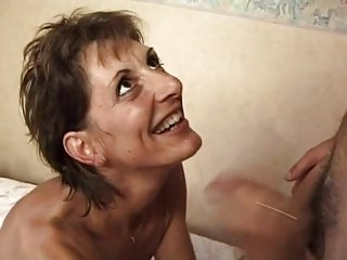 FRENCH MATURE 17 slim hairy anal mom hot lady in threesome