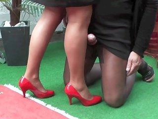 seduta gambe accavallate