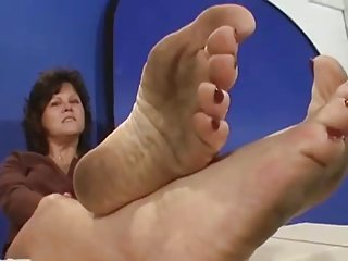 teri dirty feet