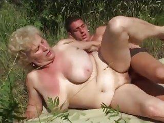 Big Tit Oma Rohr