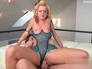 Big ass housewife bj