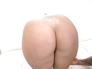 BIG BOOTY OILED lllll$$$$$$$$$$lll