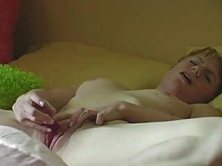Cute short haired girl plys on the bed