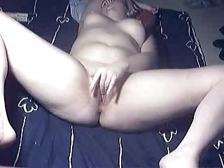 Gorgeous mature lady rubbing her pussy. Amateur older