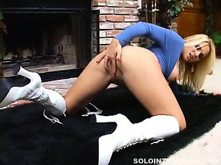 Hot blonde babe with big tits screaming load while fingering her wet snatch