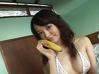 OZAWA Megumi eat banana on the bed