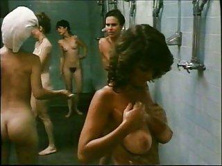 Scène de douche sexy habituelle