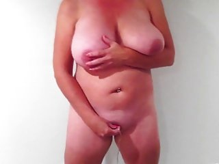 060Wife with standing orgasm