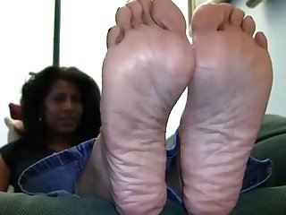 Ebony mature has wrinkly soles