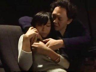 小仓奈奈犯了一个错误通过进入电影院当家