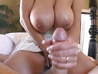 TITTY Hot lady GIVES NICE HANDJOB!!!