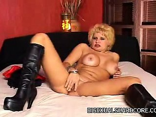 Hot lady Amanda MMF Threesome