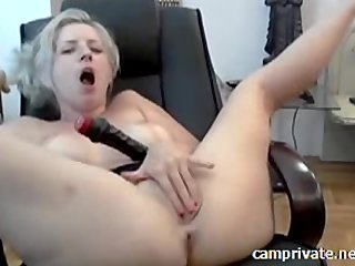 Home solo hot lady Lillian with big toys