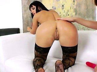 lesb anal babes using brutal dildos