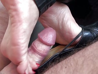 Mulejob with Cumshot - Soles Heels & Mules full of Cum