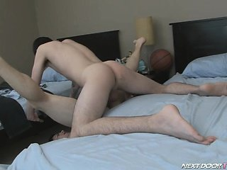 Athletic fuck and awesome cum shot scene with 2 randy twinks