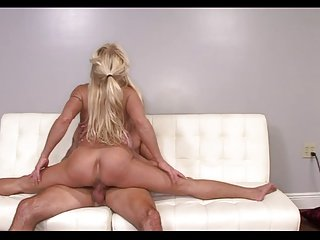 Dick CRAZED Hot lady IS FLEXIBLE!!!!