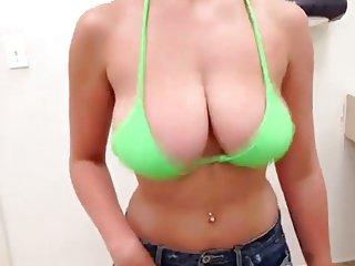 boobs bouncing