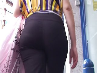 spanish candid booty hot lady