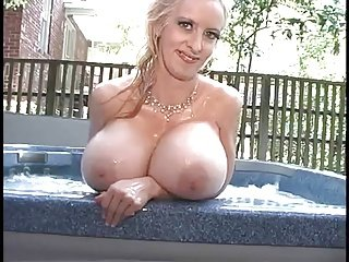 Alena Snow In The Pool