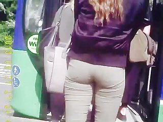 (Re-Up) Wow Teen Bubble Ass in Bus Que