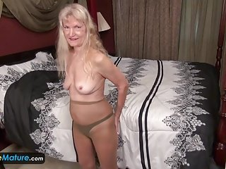 EuropeMature Old granny Cindy gone too randy