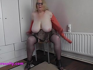 Big Heavy hanging tits on a Granny