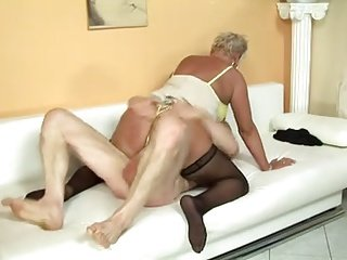 mature mom sc55