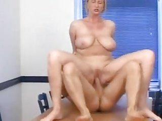 mature mom sc82