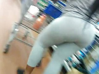 A big booty mom with spandex