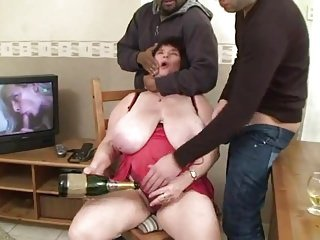 AMATEUR BBW GRANNY BIG TITS GROUP SEX